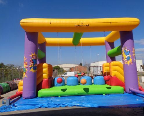 Castillo hinchable Grand Prix Barriles locos