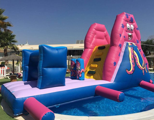 Plataforma hinchable para piscinas.